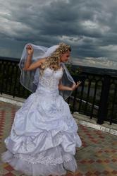 Продаётся свадебное платье из последней коллекции 2010 года